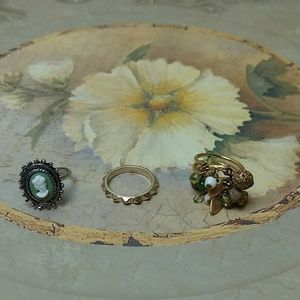 Jewelry - Set of 3 fashion rings - size 6
